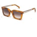 APACHE Miel - <p>Monture en Acetate Italien couleur Orange</p> <p>Verres dégradés verts: Carl Zeiss</p> <p>Catégorie 3 : UV400</p> <p>Size : 46-24-145</p>