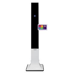 EYEPARTNER  - <p>EyePartner est la solution de prise de mesures électroniques adaptée à tous les points de ventes grâce à sonbudget accessible.</p> <p>Avec EyePartner, la prise de mesures électroniques devient une expérience conviviale parfaitement intégrée dans votre processus de vente : de l'accueil, au choix des verres et traitements.</p> <p>EyePartner vous permet d'obtenir toutes les mesures nécessaires en moins de 40 secondes :</p> <ul> <li>Écarts et hauteurs en vision de loin</li> <li>Distance verre-oeil</li> <li>Angle pantoscopique</li> <li>Galbe de la monture</li> </ul> <p>L'interfaçage d'EyePartner avec votre logiciel de gestion vous permet une commande de verres sans ressaisie des données clients.</p>