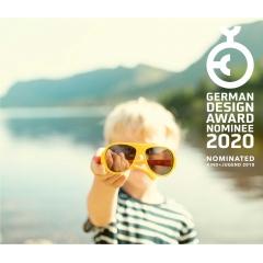 MOKKI Click & Change Sunglasses - Le kit de lunettes de soleil Mokki Click & Change comprend deux types de lentilles en polycarbonate de qualité optique, anti-rayures et incassables. Ils offrent à votre enfant la possibilité d'utiliser les lentilles les mieux adaptées à tous les environnements, conditions météorologiques et activités. Les lentilles fournissent un blocage optimal à 100% des rayons UV-A et UV-B nocifs. Ils sont recouverts d'un film antireflet hydrophobe et anti-poussière ultra-fin. La lentille BlueBlock est conçue pour une utilisation quotidienne normale, dans des conditions de réflexion faibles à normales. La lentille polarisée est idéale pour les environnements dépassant les valeurs de réflexion normales, telles que les sources d'eau, les surfaces mouillées, les paysages enneigés, etc. Norwegian Triple Protection in any environment