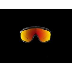CHRONOSHIELD - Lancé en 1986, CHRONOSHIELD est l'un des modèles les plus iconiques de l'histoire de Bollé. Caractérisé par son design typique des années 80 et par sa polyvalence qui lui permettait d'être utilisé aussi bien pour le cyclisme que pour le ski, CHRONOSHIELD fait son retour dans la gamme Sport de Bollé avec des lignes modernisées et l'utilisation des dernières technologies de la marque. CHRONOSHIELD ne fait aucun compromis entre style, performance et confort, et propose notamment de la dernière innovation de Bollé, le verre photochromique haute performance Phantom.