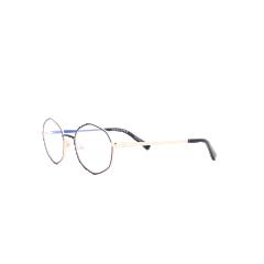 Collection Nomad - 40079 - Chaque endroit est unique. Ce sont les histoires, les coutumes, les couleurs, les courants artistiques qui façonnent les lieux que nous explorons. Cette culture, si riche et inspirante, sert de base de travail pour les designers de la collection Nomad. Touche-à-tout, la collection Nomad propose donc naturellement des lunettes hautes en couleur, aux formes audacieuses et au design malin.  Cette saison, Morel s'invite en Afrique grâce à la collection Nomad. Les tons chauds et les motifs typiques du wax africain ont largement inspiré nos designers qui offrent sur cette nouvelle collection un travail graphique d'une extrême précision.  En effet, chaque intérieur de branche laisse apparaître un imprimé ethnique tendance, largement inspiré du wax. Un élément graphique fort, réalisé en impression digitale haute définition, que l'on retrouve sur des pochons assortis aux montures.   Malgré la finesse de la monture, Morel donne de la profondeur à cette dernière en misant sur les contrastes de couleur et de finition, notamment entre l'extérieur et l'intérieur de la monture. Une manière d'oser la couleur avec délicatesse.