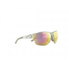 J-SP301-003 - De la performance visible Nos yeux doivent accomplir un effort exceptionnel quand il s'agit du sport dans le domaine de l'outdoor. Il faut alors des lunettes tellement spécialisées qu'elles vous soutiennent et vous donnent même un avantage compétitif. Les modèles Jill Sport sont surtout réputés pour leur côté fonctionnel, leurs innovations technologiques et leur design hautement sophistiqué. La perfection de l'ajustement et le confort optimal sont autant de priorités qui permettent d'obtenir des lunettes ultralégères, sans points de pression et qui ne glissent pas. Pour le sportif, un gage de sécurité qui peut faire toute la différence au moment décisif. Et ça, Christoph Strasser l'a bien compris. Sextuple vainqueur de la « Race Across America », ce cycliste professionnel soumet chaque paire de Jill Sport qu'il porte aux pires épreuves.