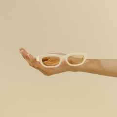 TOJO - The Tojo model is a futuristic and rectangular shape, paired with ultra flat lenses.
