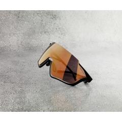 PACE-003 - La performance avec du style Quand il s'agit de la performance couplée à un style de vie « cool », Red Bull SPECT Eyewear est le premier choix.  La collection capsule met l'accent sur les technologies innovantes en designs attractifs. Les solaires et les masques de ski sont faits pour tous ceux qui relèvent le défi et repoussent les limites en gardant leur style.