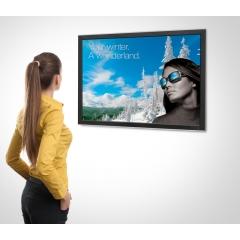 Smart Media - <p><strong>Smart Media</strong> : Attirer vos clients grâce à la nouvelle application interactive d'affichage dynamique Smart Media.Un affichage qui s'adapte en temps réel à l'age et au genre de l'utilisateur lui proposant le bon contenu et une expérience d'essayage virtuel permettant de tester vos collections de montures directement depuis le même écran.</p>