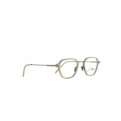 JBF124-4 - Les looks d'une icône du sport Le défenseur allemand et champion du monde de football Jérôme Boateng a été élu en 2015 par la revue GQ « Most Stylish Man » (homme le plus stylé) d'Allemagne. Enfant, Boateng, qui était myope, détestait ses lunettes ; mais en 2016, il fit un atout de sa faiblesse oculaire. Dans ses collections unisexes, l'icône du sport témoigne depuis lors de sa grande sensibilité pour le design et les tendances actuelles. Dans sa toute dernière collection, Boateng nous propose une triple déclinaison sur le thème de l'or : clair, jaune standard et rosé, tous se mêlent en autant de combinaisons chatoyantes.