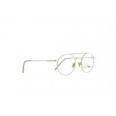 JBF123-4 - Les looks d'une icône du sport Le défenseur allemand et champion du monde de football Jérôme Boateng a été élu en 2015 par la revue GQ « Most Stylish Man » (homme le plus stylé) d'Allemagne. Enfant, Boateng, qui était myope, détestait ses lunettes ; mais en 2016, il fit un atout de sa faiblesse oculaire. Dans ses collections unisexes, l'icône du sport témoigne depuis lors de sa grande sensibilité pour le design et les tendances actuelles. Dans sa toute dernière collection, Boateng nous propose une triple déclinaison sur le thème de l'or : clair, jaune standard et rosé, tous se mêlent en autant de combinaisons chatoyantes.