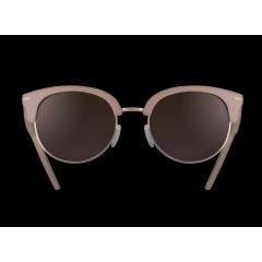 AURORA - AURORA, nouveau style intemporel de Serengeti, s'inspire des années 50 avec des lignes modernisées plus arrondies, des matériaux premium et de belles finitions pour se démarquer en toute subtilité.  Avec touche de glamour, AURORA est un manifeste de féminité assumée, sans compromis sur la technicité. Le modèle dispose en effet de la technologie de verre 3-en-1 de Serengeti® pour offrir une vision affutée dans toutes les conditions de luminosité. Disponible en 4 coloris dont une teinte rose-nude très tendance qui donne un twist insolent à ce design intemporel, AURORA complète tous les looks et attitudes, des plus classiques au plus assumés.